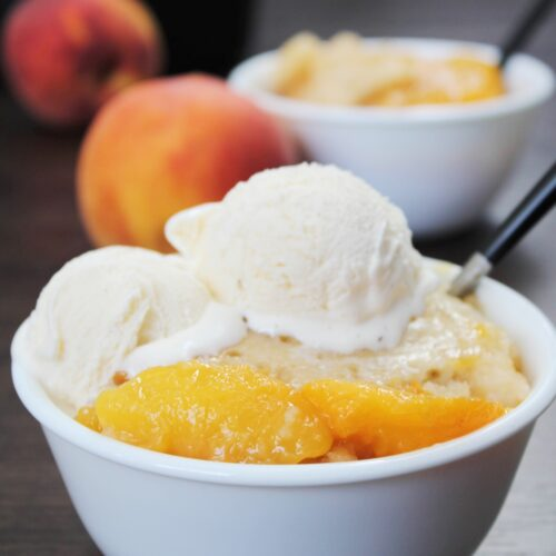 Slow Cooker Peach Cobbler with Vanilla Ice cream