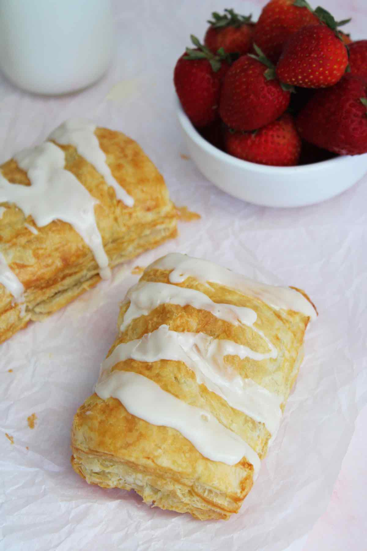 Easy recipe for toaster strudel made with puff pastry in the air fryer.