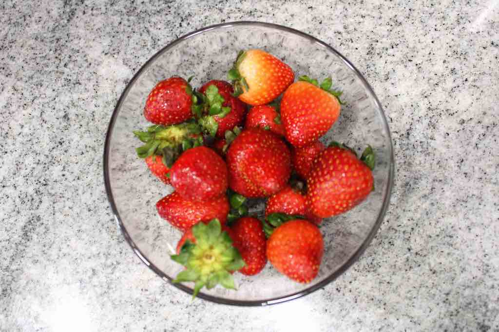 You only need 1 ingredients to make air fried strawberries and that's fresh strawberries.