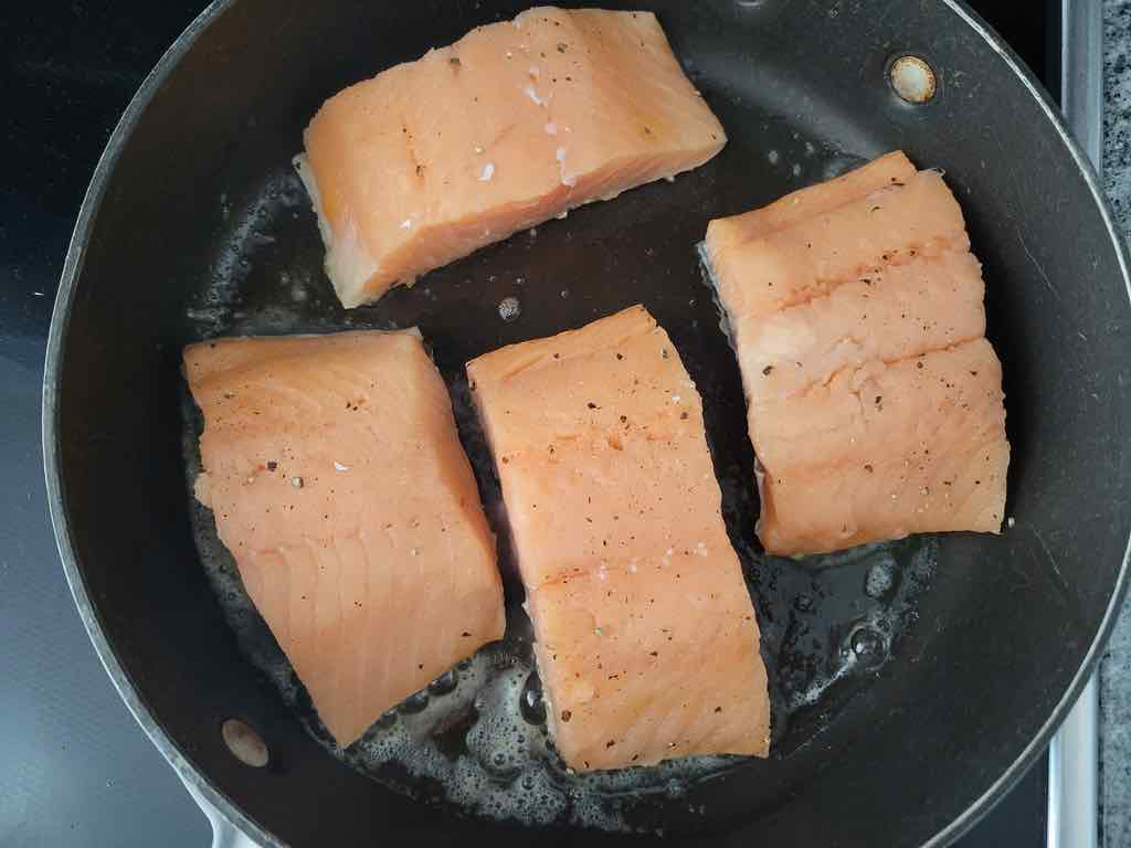 Pan sear the salmon on both sides as shown in the photo.